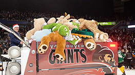 vancouver-giants-2019-teddy-bear-toss-game