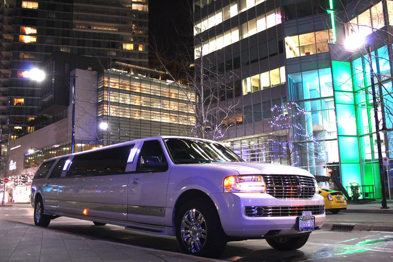 Lincoln Navigator White Stretch Limo